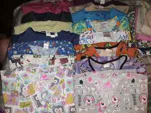 Scrub tops and bottoms sz lg - xl for Sale in Rockford, IA