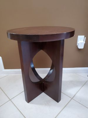 FREE Wood End Table for Sale in Hialeah, FL