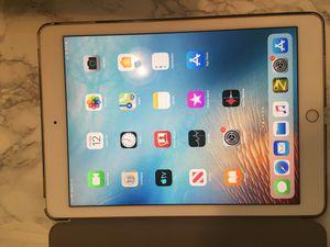 iPad Pro 9.7 lte+WiFi 32g gold for Sale in Germantown, TN