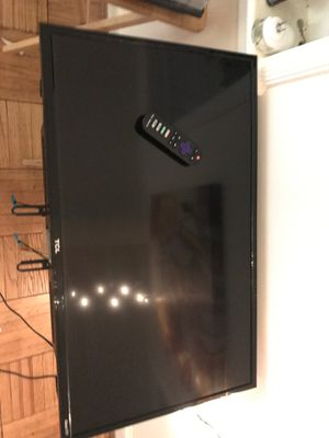 "TCL 32"" Class 720P HD LED Roku Smart TV 3 Series 32S331 for Sale in Arlington, VA"
