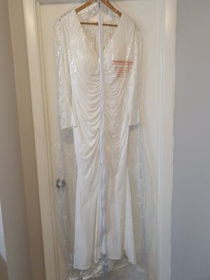 Wedding dress size large for Sale in Miami, FL