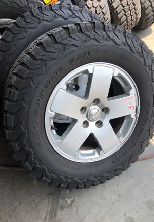 Jeep Wrangler wheels and tires for Sale in Los Angeles, CA