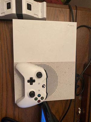 Xbox one s, with controller and battery charger for Sale in El Dorado, AR