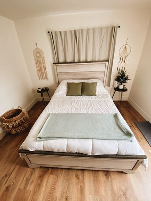 Queen Size Bed Fram for Sale in Los Angeles, CA