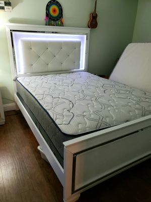 NEW QUEEN MATTRESS AND BOX SPRING 2PC, bed frame not included on price for Sale in Lake Worth, FL