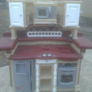 Step 2 Play Kitchen for Sale in Pine Hill, NJ