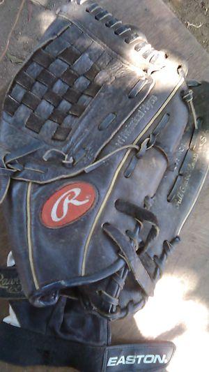 Baseball gloves for Sale in Fresno, CA