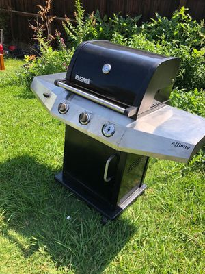 Ducane gas grill with propane gas for Sale in Lewisville, TX