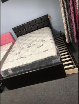 Full Bed Frame w/ Twin Trundle for Sale in Fresno, CA