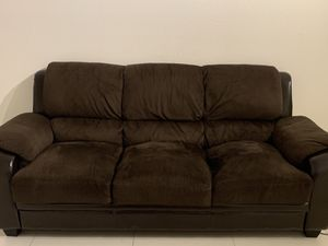Couch for sale(used and in moderate condition) for Sale in Doral, FL
