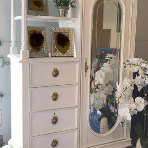 Armoire (White) for Sale in Marlboro Township, NJ