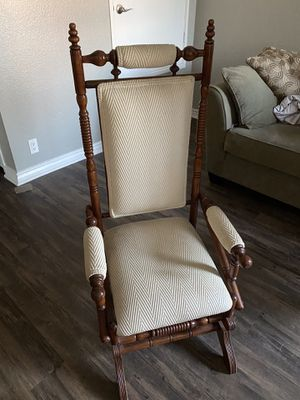 Small antique chair for Sale in Ontario, CA