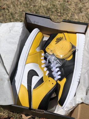 Air Jordan 1 Mid Black/Yellow/White for Sale in Fort Smith, AR