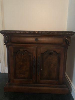 Small cabinet for Sale in Santa Ana, CA