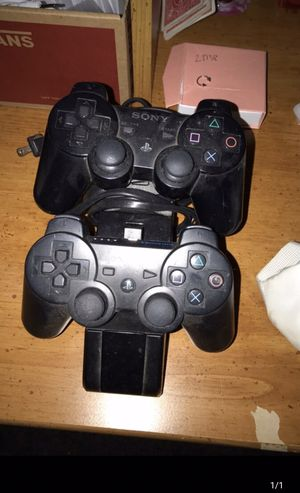 PS2 controllers and charging station for Sale in London, OH