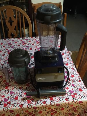 Vitamix 120v Wet & Dry Cylinders Blender for Sale in Kennewick, WA