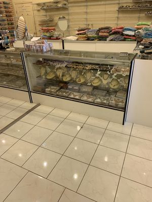 White display case for Sale in Richardson, TX