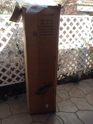 Tall box for moving something specific for Sale in Wildomar, CA