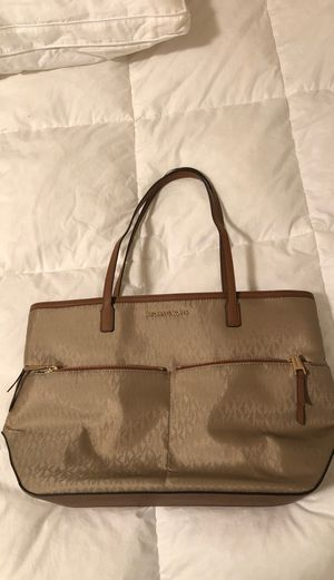 Large Michael Kors bag for Sale in Waynesville, MO