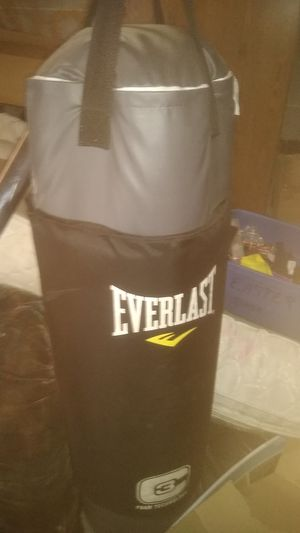 Everlast 100lbs pinching bag with padded area for kicking and knees for Sale in Salt Lake City, UT