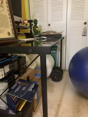 Glass computer table. for Sale in Fort Lauderdale, FL