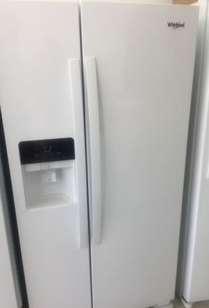 Excellent white whirlpool fridge for Sale in Pompano Beach, FL