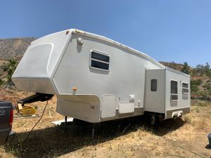 RV fifth wheel 2004 best offer for Sale in Los Angeles, CA