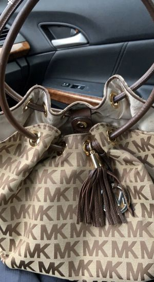Micheal kors tote for Sale in Pittsfield, MA