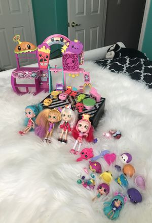 Shopkins dolls and 2 play houses for Sale in Las Vegas, NV