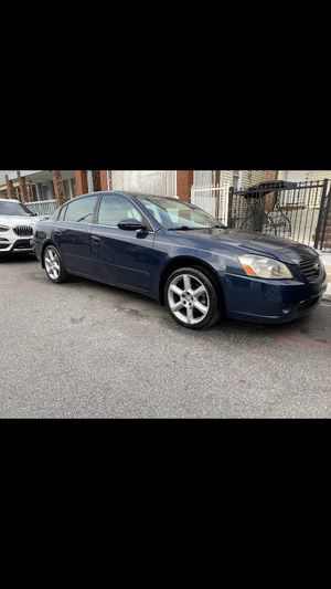 2006 Nissan Altima looks and runs great for cylinder great on gas for Sale in Queens, NY