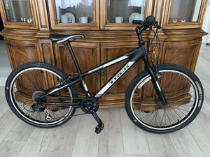 "Trek MT200 - 7 Speed 24"" Tire Mountain Bike Bicycle - for Kids or Small Woman for Sale in North Miami Beach, FL"