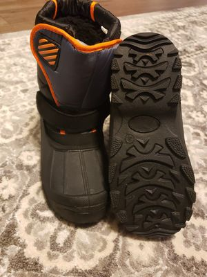 Kids snow boots size 4 for Sale in Concord, NC