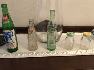 Antique bottles (7UP, Pepsi, Coke, baby bottles) for Sale in Gotha, FL