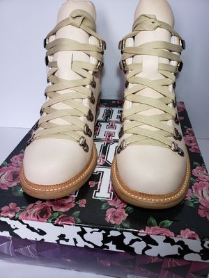 Woman boots Retail price $200 size 6.5 for Sale in Los Angeles, CA