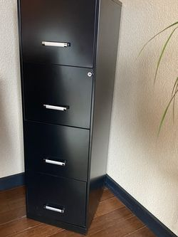 Metal 4 Drawer Locking File Cabinet for Sale in Des Moines,  WA