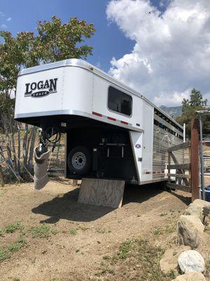 Logan 3 horse trailer for Sale in Oak Glen, CA