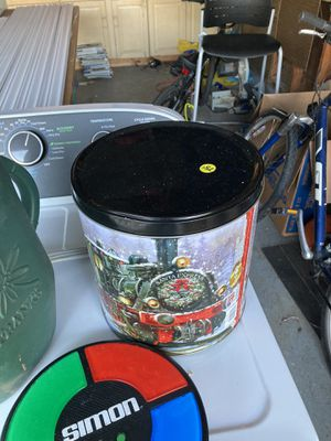 Christmas tin for Sale in Brownstown Charter Township, MI