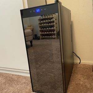 Wine refrigerator (holds 12 bottles) for Sale in Modesto, CA