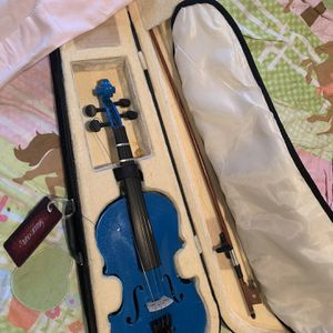 Music & Arts Child's Violin With rosin. for Sale in Bowie, MD
