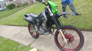 Zusuki. And yamaha yz 250 cc frame whit tittle for Sale for sale  Queens, NY