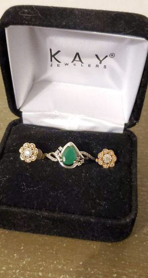 KAY JEWELERS Diamond Earrings and Emerald Ring set for Sale in LAUD BY SEA, FL