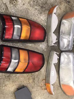 99-07 GMC Sierra Lights for Sale in Streamwood,  IL
