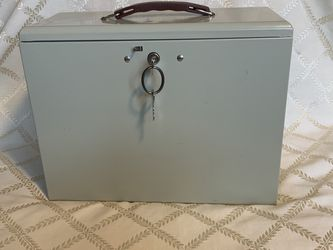Metal Lock Top File Cabinet $15 for Sale in Tigard,  OR