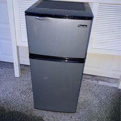 Small Refrigerator for Sale in Bellevue,  WA