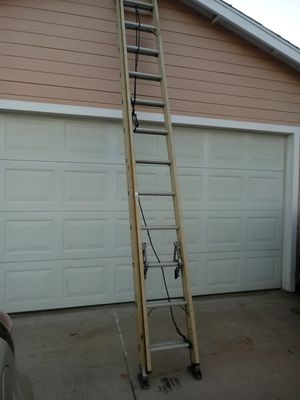 20ft fiberglass Extension ladder for Sale in Nuevo, CA