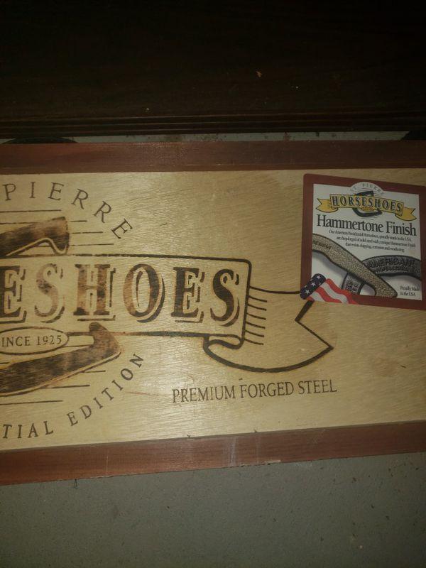 Horse shoe set
