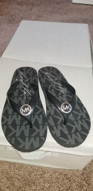 WOMEN'S BLACK MICHAEL KORS FLIP FLOPS for Sale in Sunbury, OH