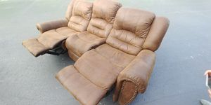 CHEAP SOFA RECLINER..$40 TAKES IT..WEST KENDALL PICKUP. THANKS. HEAVY for Sale in Miami, FL