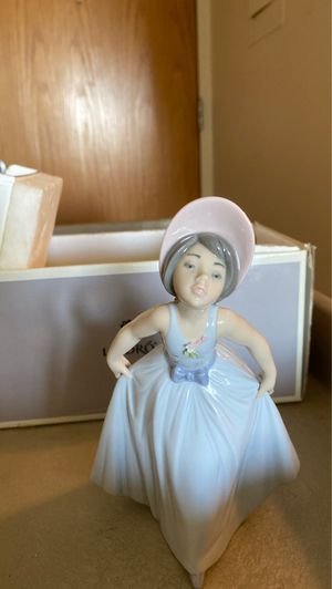 Lladro lady figurine for Sale in St. Clair Shores, MI