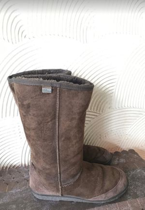 UGG BOOTS Men's 8 women's 10 for Sale in Miami, FL